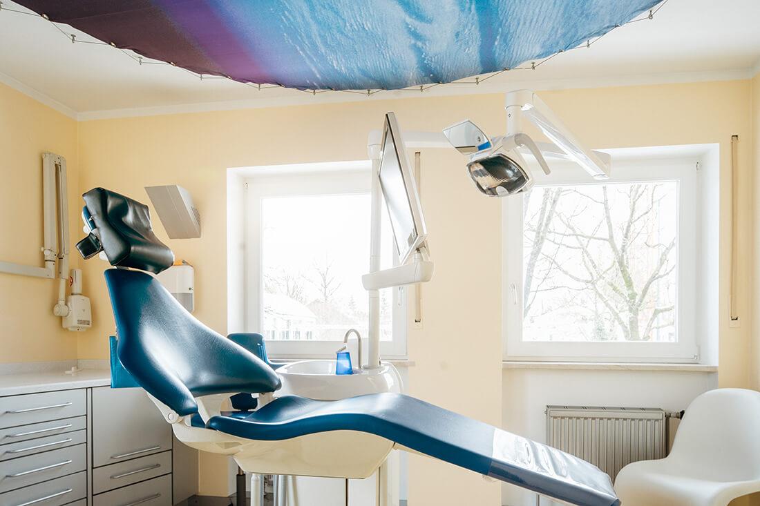 Zahnarzt Trudering - Dr. Gruber - ein Behandlungszimmer unserer Praxis